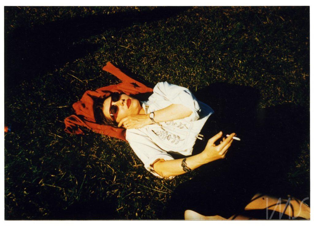 Clarice descansando. Fotografía del Archivo Clarice Lispector en el Instituto Moreira Salles.